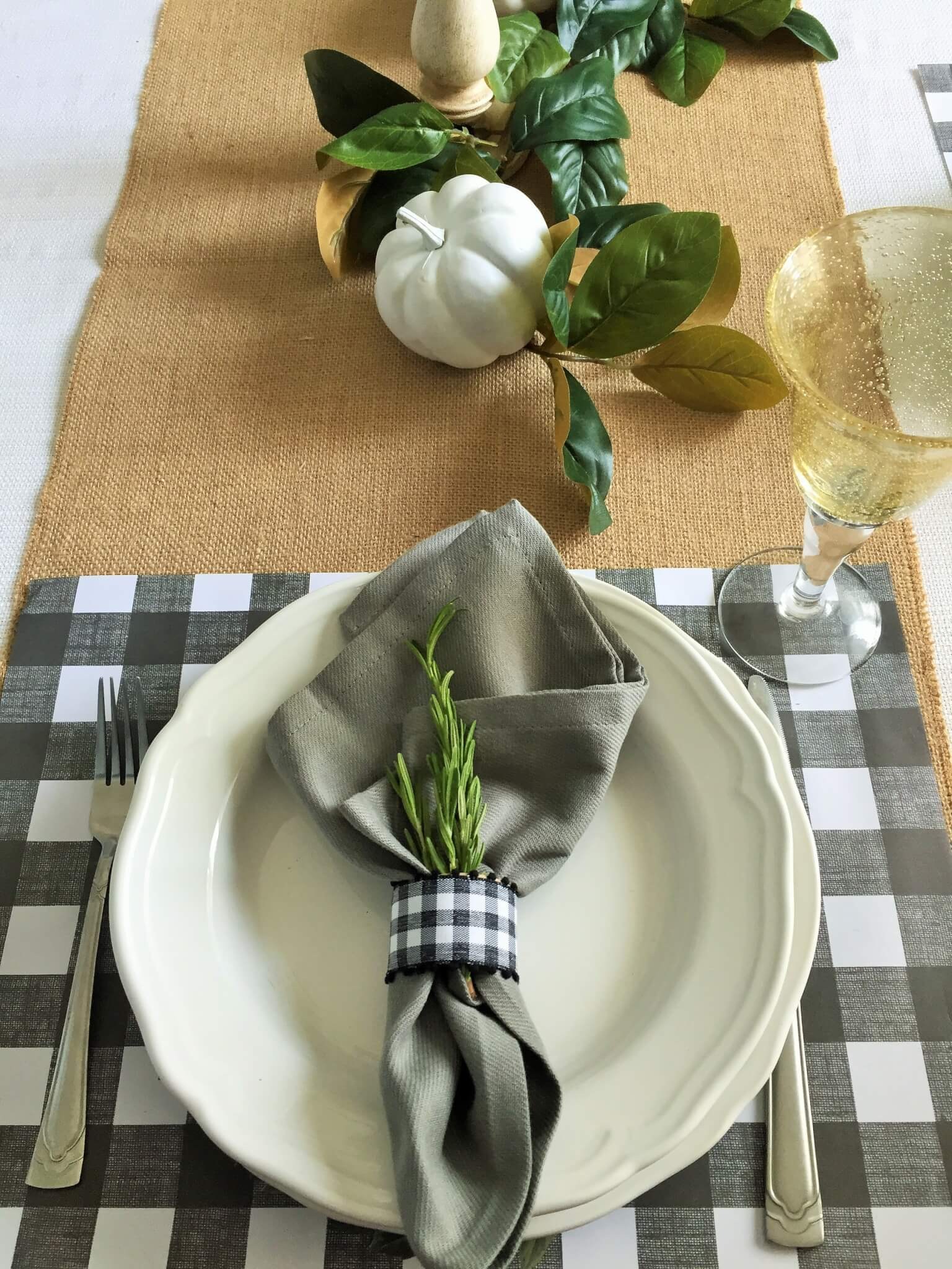DIY gingham napkin holder
